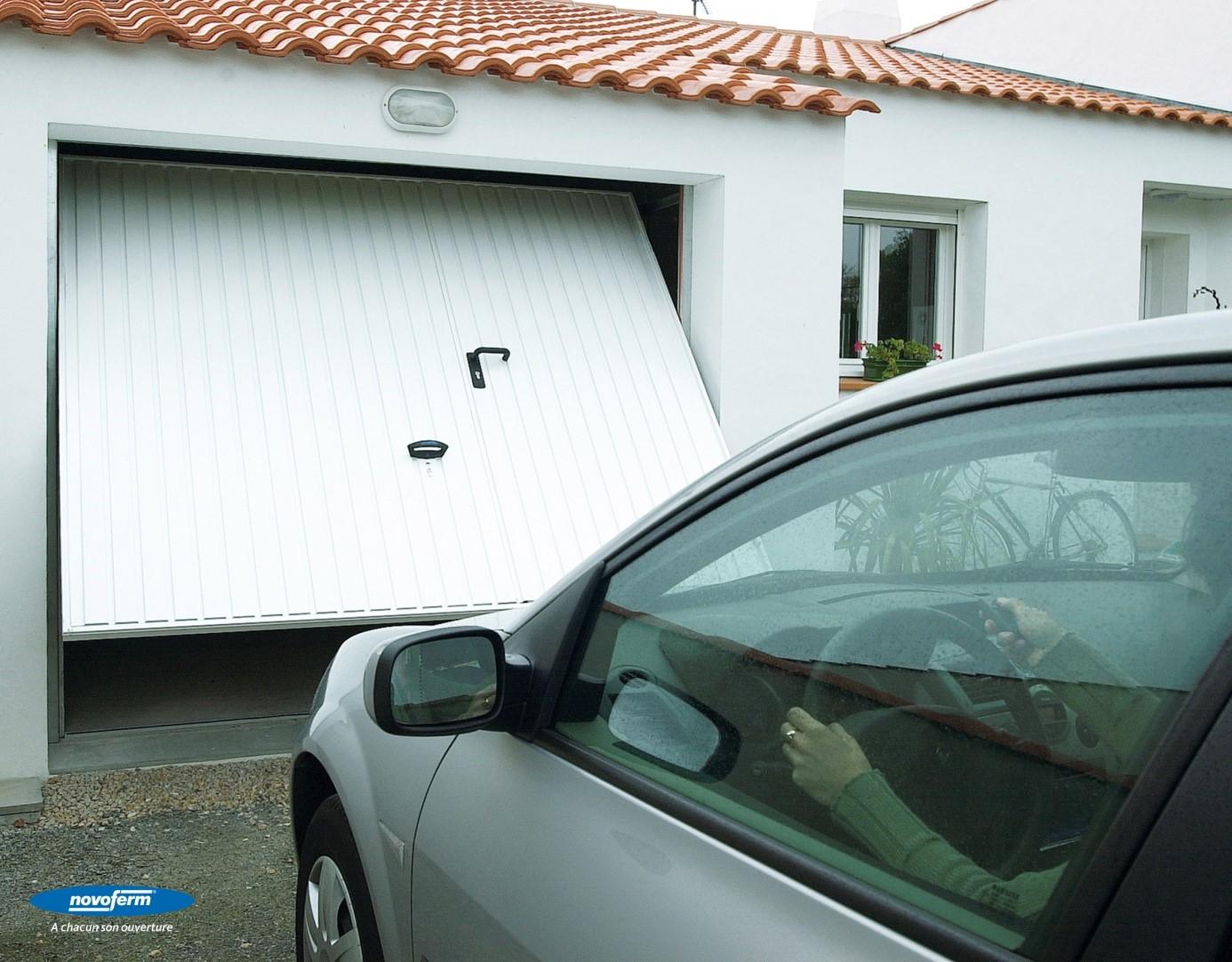 Pose de portes garage basculantes dans le Val d'Oise (95) - Yvelines (78) - Oise (60) - Eure (27) - Hauts de Seine (92) - Paris (75) - Seine Saint Denis (93) - Seine et Marne (77)